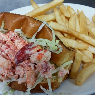 Maine Lobster Roll Basket (Spring & Summer Only)